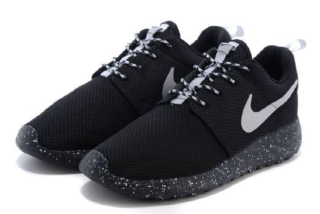 Nike Roshe Run чёрные с белым (35-45)