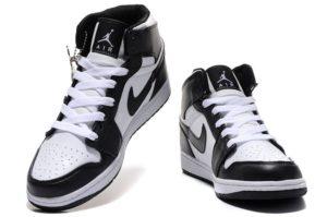 Nike Air Jordan 1 Retro черные с белым (35-44)